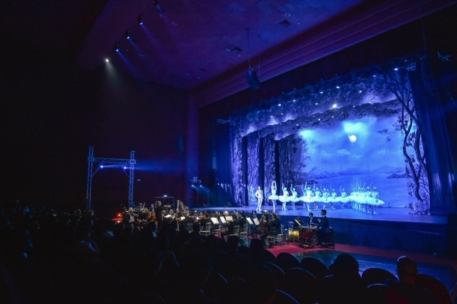 Bolshoi Ballet La Classique performing SWAN LAKE with the Russian Symphony Orchestra at the New Frontier Theater (courtesy of New Frontier Theater)